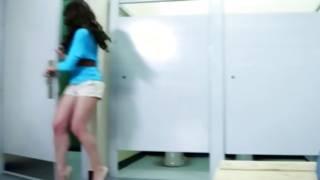 Watch hottie is rubbing rapidly in the toilet
