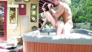 They are staying in the pool while he pounding the anal of this babe